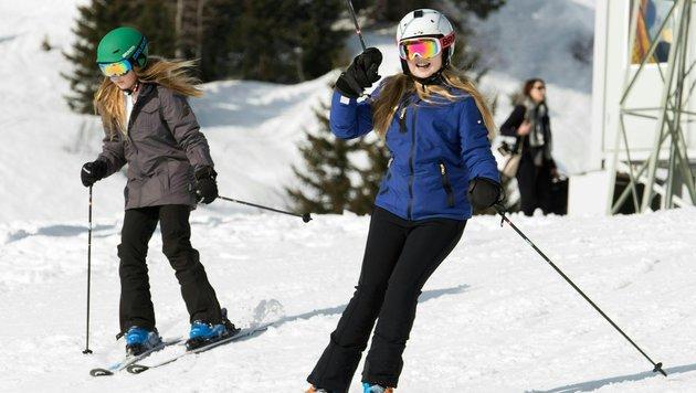 Prinzessin Alexia und Prinzessin Catharina-Amalia beim Skifahren (Bild: APA/DIETMAR STIPLOVSEK)