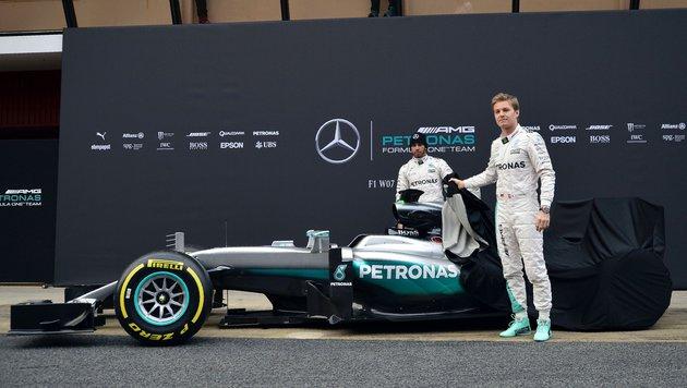 Lewis Hamilton eröffnet erste Testfahrten (Bild: APA/AFP/JOSE JORDAN)