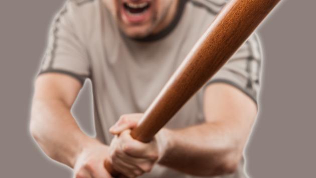 Mann randaliert mit Baseballschläger vor Parlament (Bild: Thinkstockphotos.com (Symbolbild))