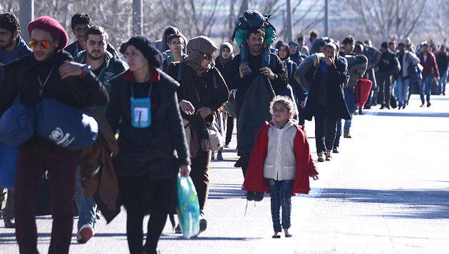 Tausende Fl�chtlinge st�rmen nach Mazedonien (Bild: ASSOCIATED PRESS)
