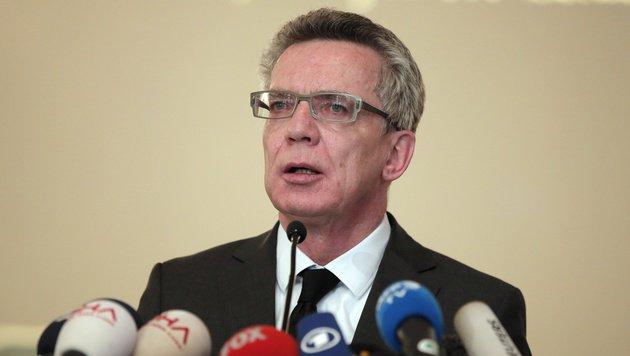 """Werden das auf Dauer nicht hinnehmen"": Innenminister De Maiziere (Bild: ASSOCIATED PRESS)"