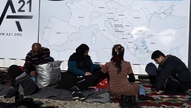 EU legt sich fest: Die Balkanroute bleibt zu! (Bild: ASSOCIATED PRESS)