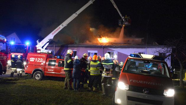 Ein Toter und 9 Verletzte bei Brand in Pflegeheim (Bild: APA/FOTOKERSCHI.AT/WERNER KERSCHBAUMMAYR)