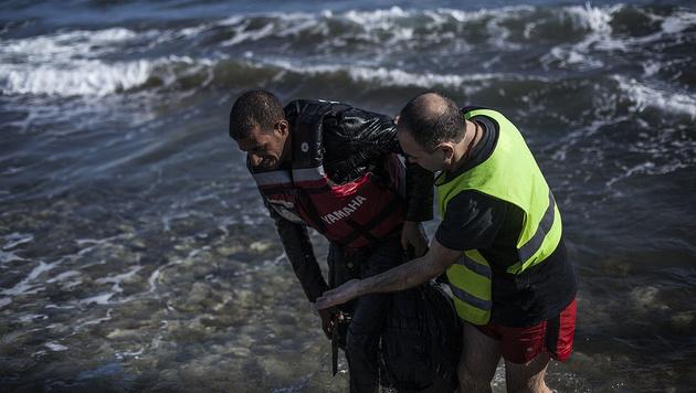 Schlechtes Wetter: 40 Prozent weniger Flüchtlinge (Bild: Associated Press)