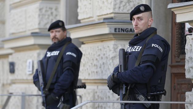 Bei Österreichs Terror-Prozessen gelten erhöhte Sicherheitsmaßnahmen. (Bild: APA/ERWIN SCHERIAU)