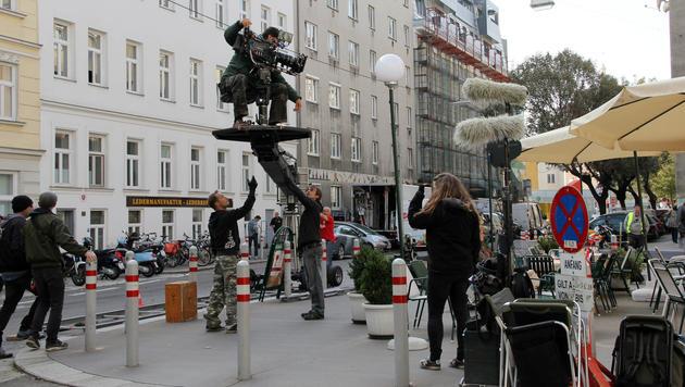 """Dreharbeiten zu """"Soko Donau"""" in der Wiener Schöngasse (Bild: VIENNA FILM COMMISSION)"""