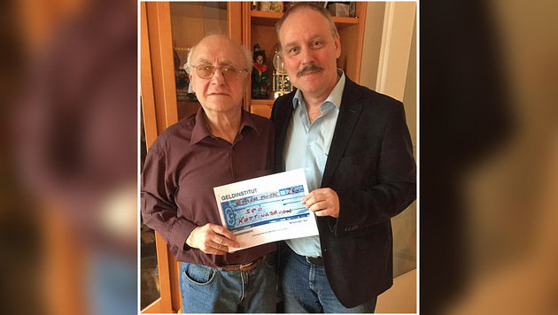 Opfer Erich Muck (links) mit SP-Politiker Andreas Kieslich (Bild: SP Kottingbrunn)
