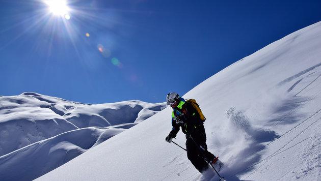 Eindrücke vom Tiefschnee-Erlebnis in den 4000 Meter hohen Bergen rund um Kazbegi (Bild: Renè Guhl)