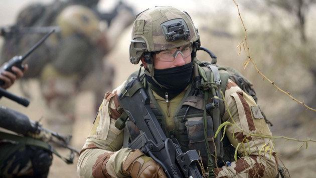 Französischer Soldat bei einer Übung in Indien (Bild: APA/AFP/SAM PANTHAKY)