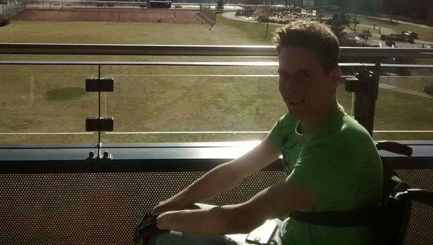 Der schwer verletzte Skispringer Lukas Müller ist in Bad Häring angekommen. Alles Gute, Luki! (Bild: facebook.com)