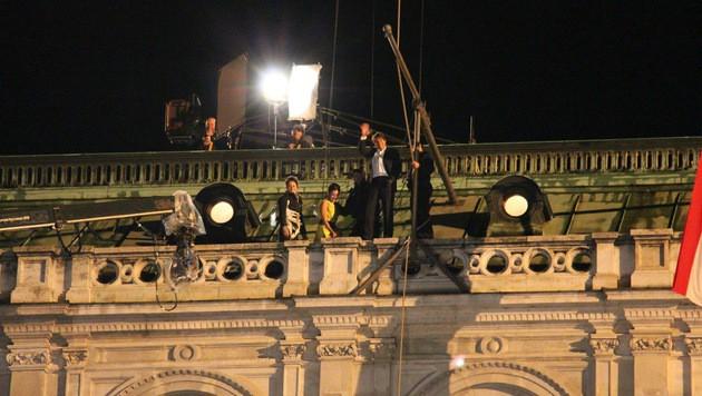 """Tom Cruise bei Dreharbeiten zu """"Mission: Impossible"""" auf der Wiener Staatsoper. (Bild: Rohrer Katharina)"""