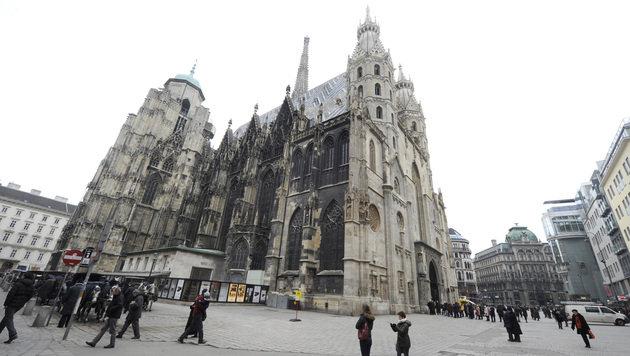 Wiener Stephansplatz wird ab Herbst saniert (Bild: APA/HERBERT PFARRHOFER)