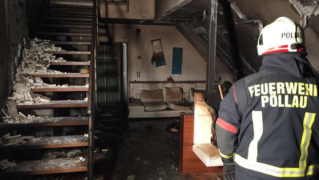 Das Haus wurde vom Feuer schwer in Mitleidenschaft gezogen. (Bild: APA/FF PÖLLAU)