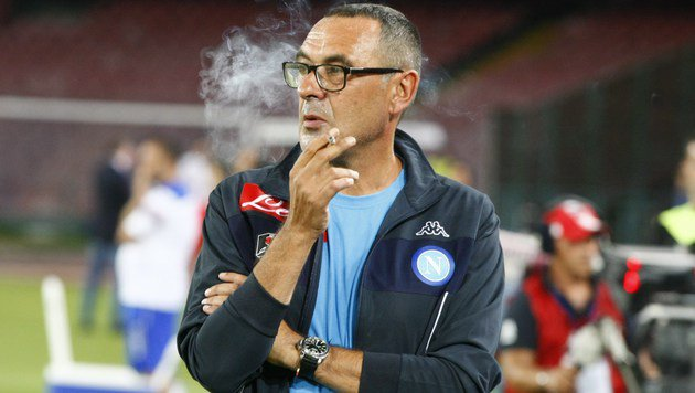 Napoli-Erfolgstrainer und passionierter Raucher: Maurizio Sarri (Bild: CARLO HERMANN)