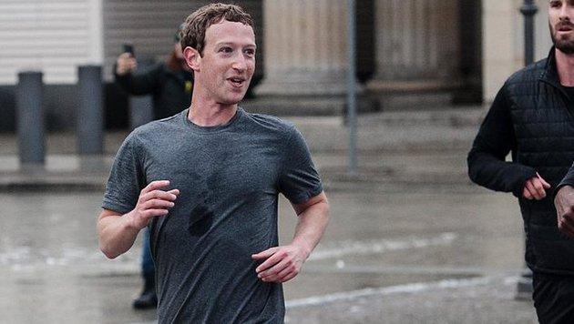 Marc Zuckerberg beim schweißtreibenden Work-out in Berlin (Bild: EPA)