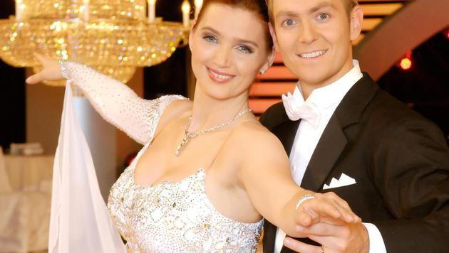 Zabine tanzte mit Alexander Zaglmaier vor den Traualtar. (Bild: APA/ORF)