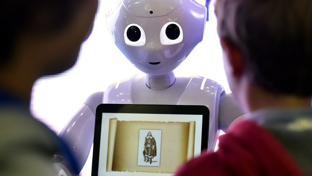 """Roboter """"Pepper"""" bald auch in Europa im Einsatz (Bild: AFP)"""