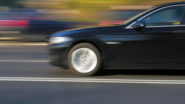 Unfalllenker stiehlt Auto - Flucht mit Tempo 200 (Bild: thinkstockphotos.de)