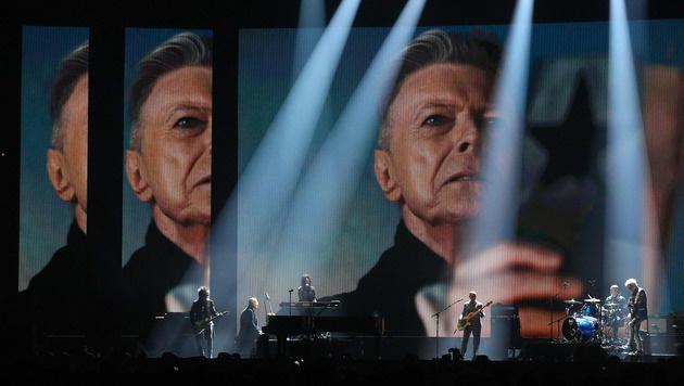 Auch bei den Brit Awards gab es ein Tribut für David Bowie. (Bild: APA/AFP/JUSTIN TALLIS)