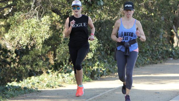 Reese Witherspoon hält beim Joggen ihre Kurven in Form. (Bild: Viennareport)