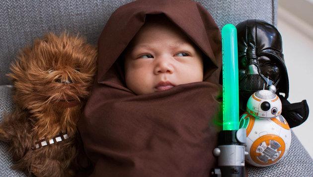 Mark Zuckerberg veröffentlichte ein Foto seiner wenige Wochen alten Tochter in einem Jedi-Gewand. (Bild: Viennareport)