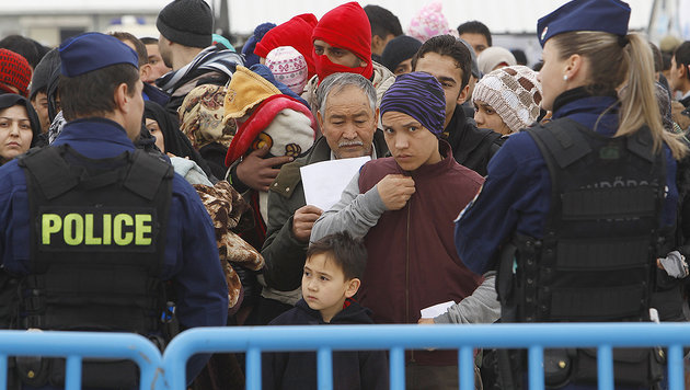 Flüchtlinge: Tagesquoten nun auch in Balkanstaaten (Bild: AP)