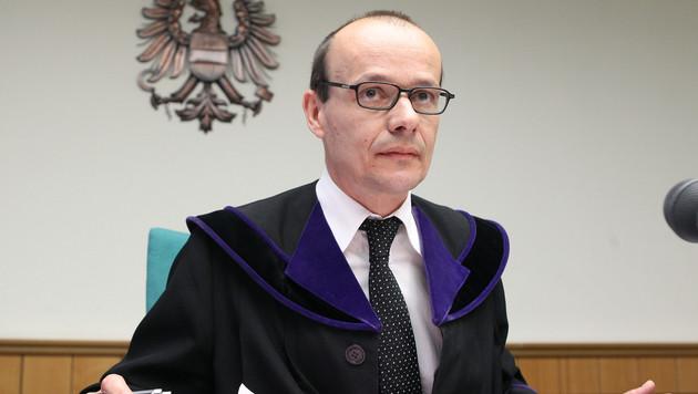 Richter Andreas Böhm entschuldigte sich bei der Angeklagten. (Bild: APA/GEORG HOCHMUTH)