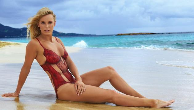 Was Lindsey Vonn kann, kann Caroline Wozniacki auch: Auch sie übt sich im Bodypainting. (Bild: Facebook.com)