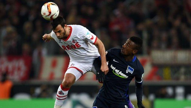 Video: Hier verlieren Stögers Kölner 0:1 (Bild: APA/AFP/PATRIK STOLLARZ)