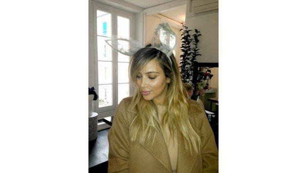 Kim Kardashian mit Hasenohren (Bild: Viennareport)