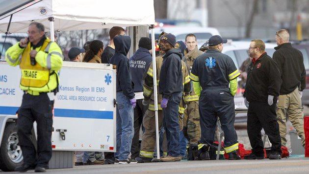 Mitarbeiter der Firma wurden in Sicherheit gebracht. (Bild: ASSOCIATED PRESS)