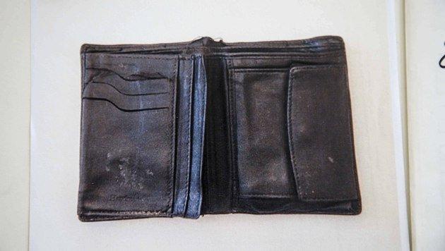 Diese Ledergeldtasche wurde bei der Leiche des 17-Jährigen gefunden. (Bild: MARKUS TSCHEPP)
