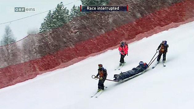Hier wird Lindsey Vonn abtransportiert. (Bild: Screenshot ORF)