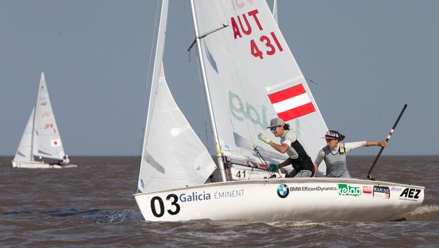 Vadlau/Ogar als Zweite ins 470er-Medaillenrennen (Bild: APA/MATIAS CAPIZZANO)