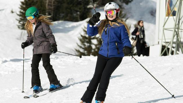 Prinzessin Alexia (l.) und Prinzessin Catharina-Amalia bei einem Fototermin vor dem Skiunfall (Bild: APA/DIETMAR STIPLOVSEK)