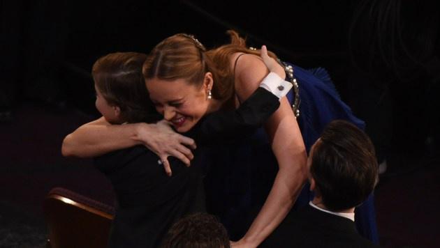 Brie Larson freut sich über ihren Sieg. (Bild: APA/AFP/MARK RALSTON)