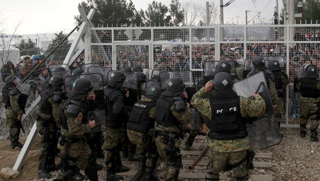 Chaos an der griechisch-mazedonischen Grenze (Bild: ASSOCIATED PRESS)