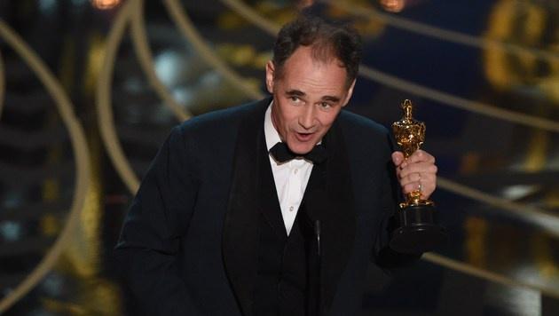Mark Rylance gewinnt den Oscar als bester Nebendarsteller. (Bild: APA/AFP/MARK RALSTON)