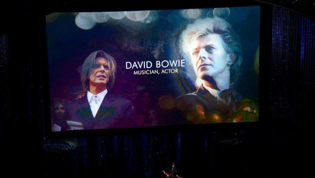 Auch bei den Oscars gedenkt man dem verstorbenen David Bowie. (Bild: APA/AFP/GETTY IMAGES/KEVIN WINTER)