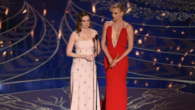 Charlize Theron und Emily Blunt (Bild: APA/AFP/MARK RALSTON)