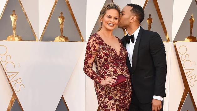 Chrissy Teigen und John Legend (Bild: Jordan Strauss/Invision/AP)