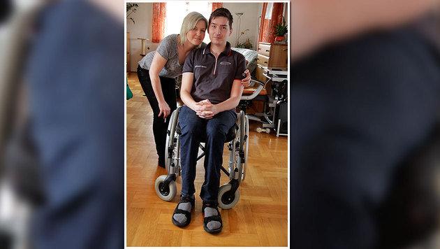 """Petra Fröller mit Sohn Simon: """"Er musste wieder alles lernen, vom Atmen bis zum Schlucken."""" (Bild: Markus Schütz)"""