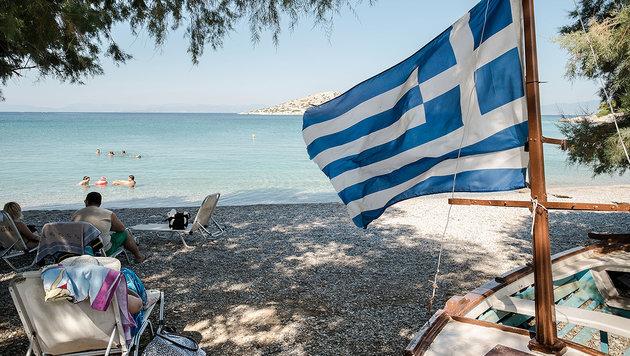 Ein Bild aus besseren Zeiten: Urlauber auf der Insel Salamis nahe Athen (Bild: AFP)