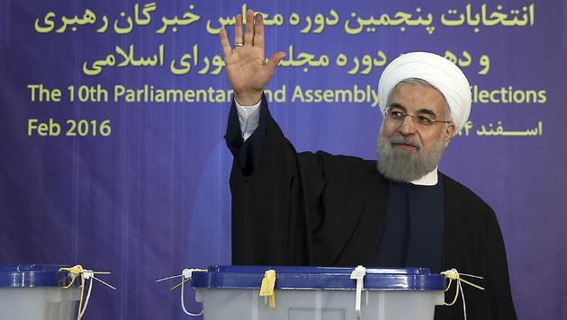 Die Reformer rund um Irans Pr�sident Hassan Rohani d�rfen sich �ber weitere Zugewinne freuen. (Bild: Associated Press)