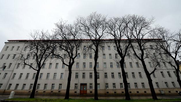 Mutter und Baby tot in Wiener Wohnung aufgefunden (Bild: APA/ROLAND SCHLAGER)