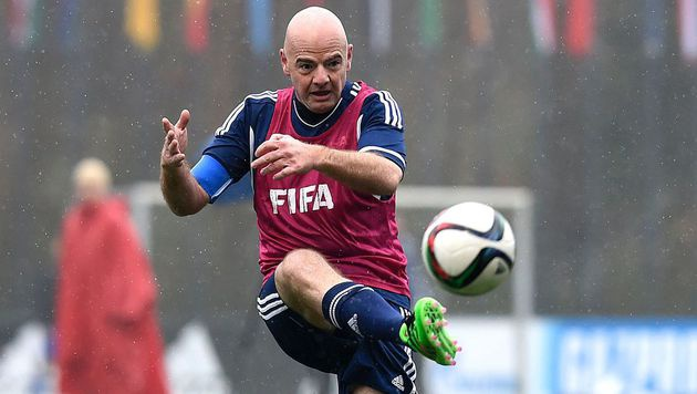 "Neuer FIFA-Boss nimmt""s mit Figo und Co. auf (Bild: APA/AFP/VALERIANO DI DOMENICO)"
