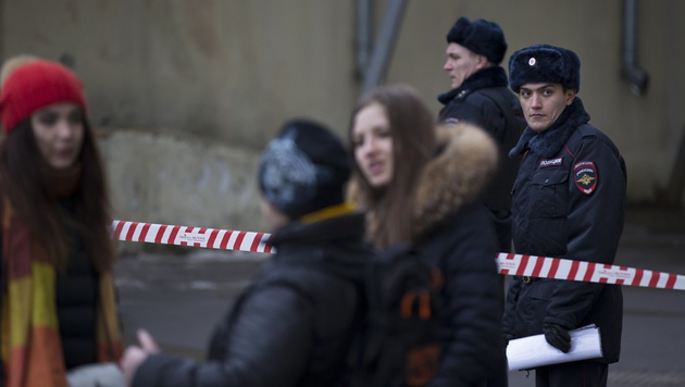 Moskau: Babysitterin trennte Mädchen den Kopf ab (Bild: ASSOCIATED PRESS)