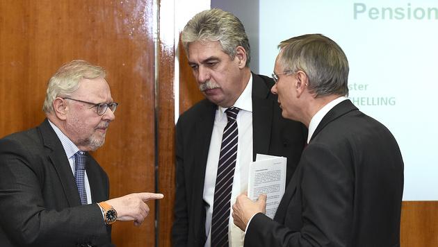 Die Verhandler Werner Muhm, Hans Jörg Schelling, Alois Stöger (Bild: APA/Robert Jaeger)
