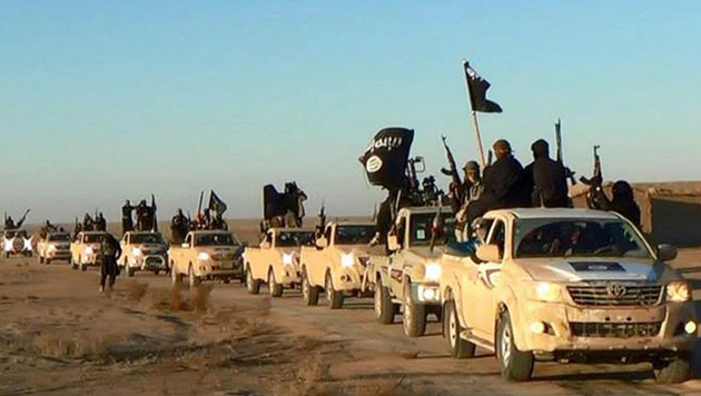 Ein IS-Autokonvoi nahe Rakka (Bild: Associated Press)