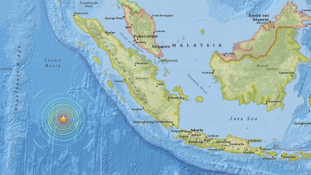 Das Epizentrum des Bebens liegt ungefähr 800 Kilometer vor der Küste Sumatras. (Bild: EPA)